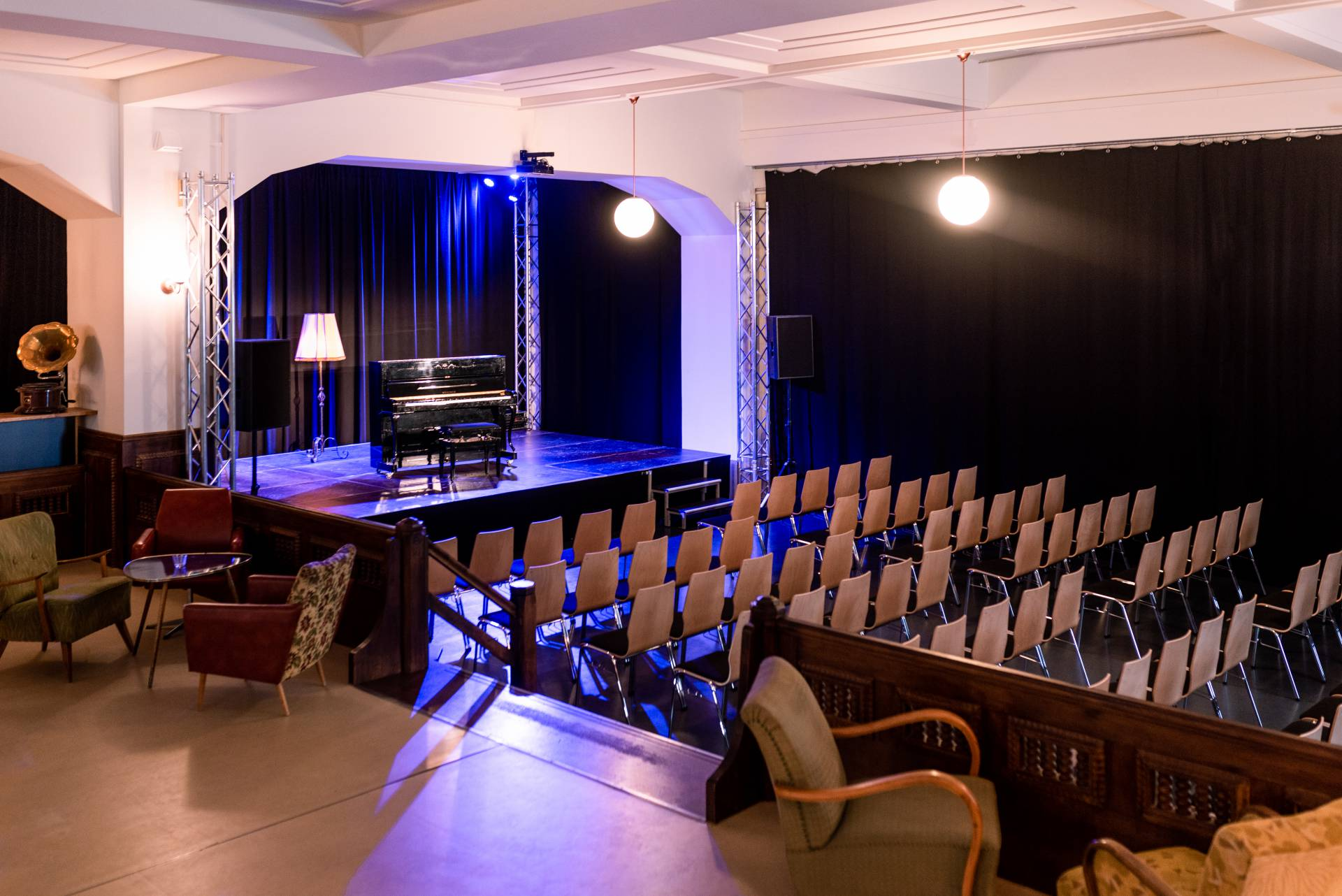 Blick von der Bar zur kleinen Bühne (Konrad Stöhr)